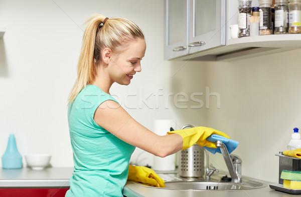 幸せ 女性 洗浄 タップ ホーム キッチン ストックフォト © dolgachov