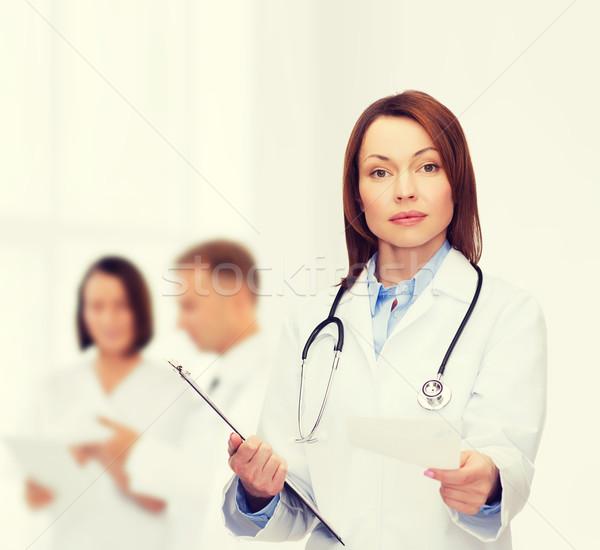 Higgadt női orvos vágólap egészségügy gyógyszer Stock fotó © dolgachov
