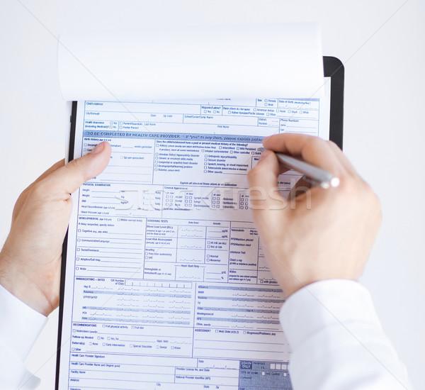 男性医師 処方箋 紙 手 ストックフォト © dolgachov