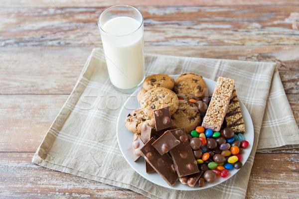 Alimentos doces leite vidro tabela Foto stock © dolgachov