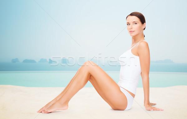 Belle femme coton sous-vêtements personnes salon de beauté Resort Photo stock © dolgachov