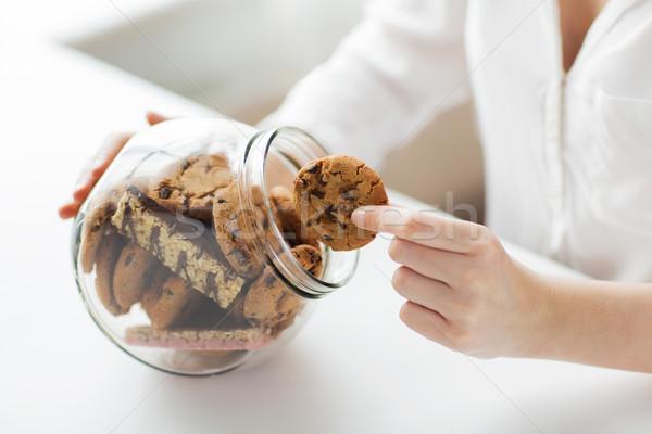 Handen chocolade cookies jar mensen Stockfoto © dolgachov