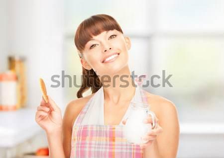 ストックフォト: 主婦 · ミルク · クッキー · 画像 · 美しい · 女性
