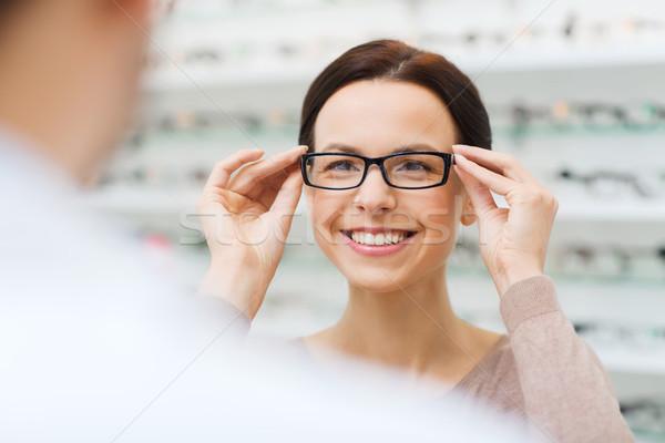 Сток-фото: женщину · очки · оптика · магазине