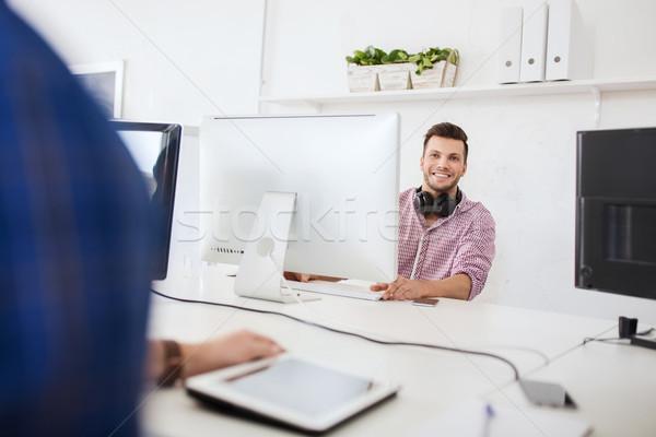 創造 男 ヘッドホン コンピュータ ビジネス スタートアップ ストックフォト © dolgachov