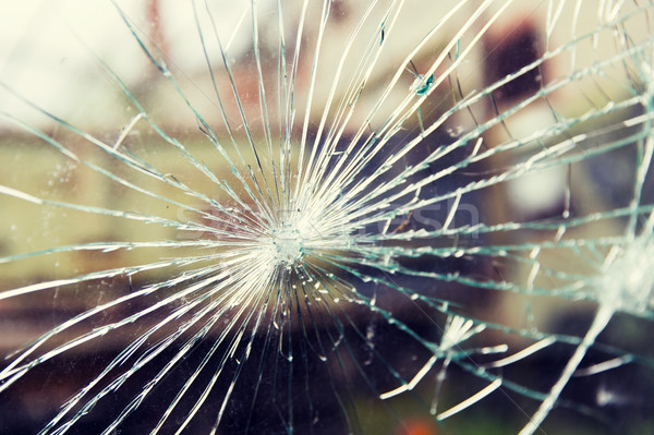 Stłuczone szkło pęknięcia uszkodzenie przemocy wandalizm niebezpieczeństwo Zdjęcia stock © dolgachov