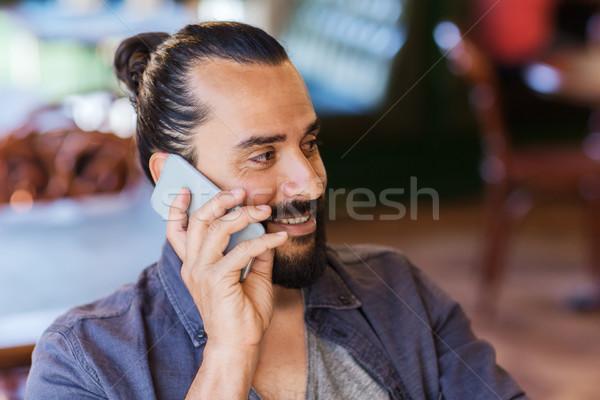 Mutlu adam çağrı bar birahane Stok fotoğraf © dolgachov