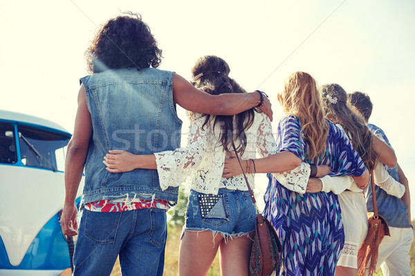 Jovem hippie amigos carro Foto stock © dolgachov