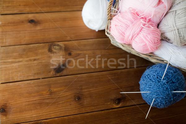 Mand naalden garen handwerk Stockfoto © dolgachov