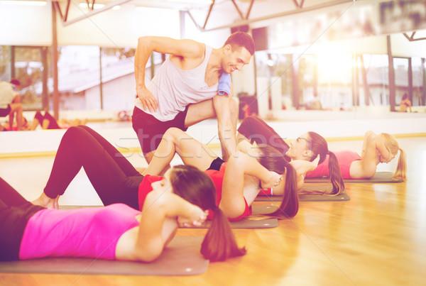 Сток-фото: группа · улыбаясь · женщины · сидеть · спортзал · фитнес