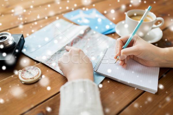 Stockfoto: Handen · kaart · koffie · schrijven · notebook · winter