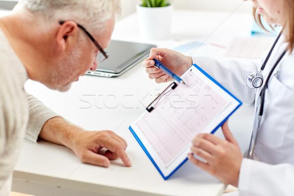 Orvos mutat kardiogram idős férfi kórház gyógyszer Stock fotó © dolgachov