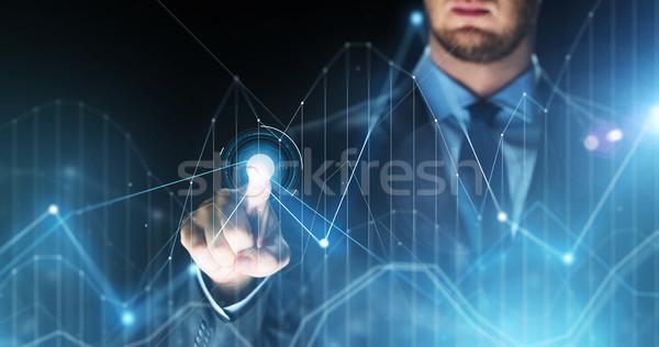 Empresário tocante virtual gráficos projeção pessoas de negócios Foto stock © dolgachov