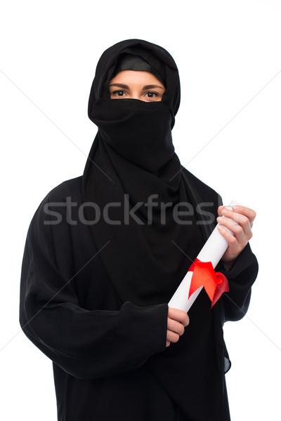 Musulmans femme hijab diplôme blanche éducation Photo stock © dolgachov