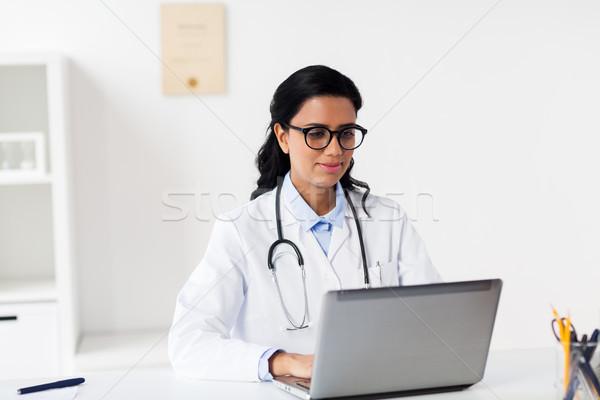 Foto stock: Feminino · médico · laptop · hospital · saúde · tecnologia