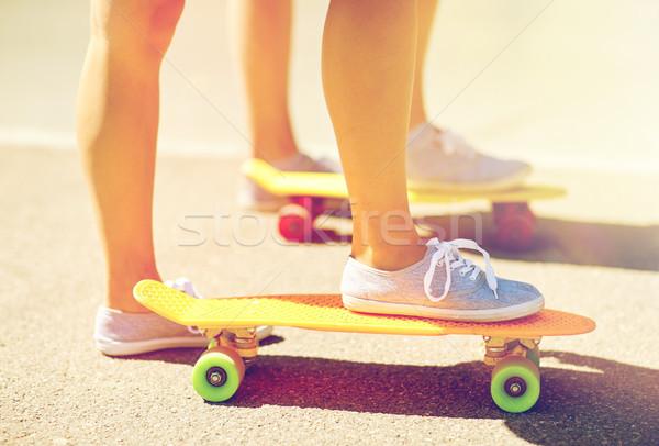 женщины ног верховая езда короткий скейтборде Сток-фото © dolgachov