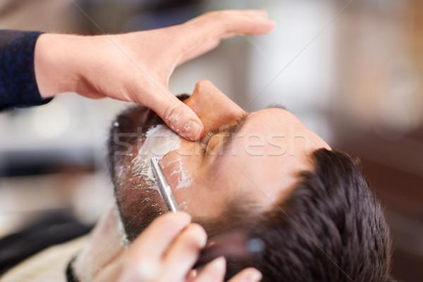 Człowiek fryzjera prosto brzytwa broda ludzi Zdjęcia stock © dolgachov