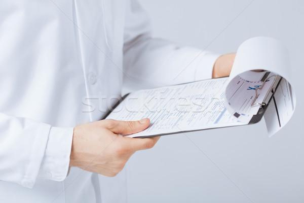 Medico di sesso maschile prescrizione carta mano Foto d'archivio © dolgachov