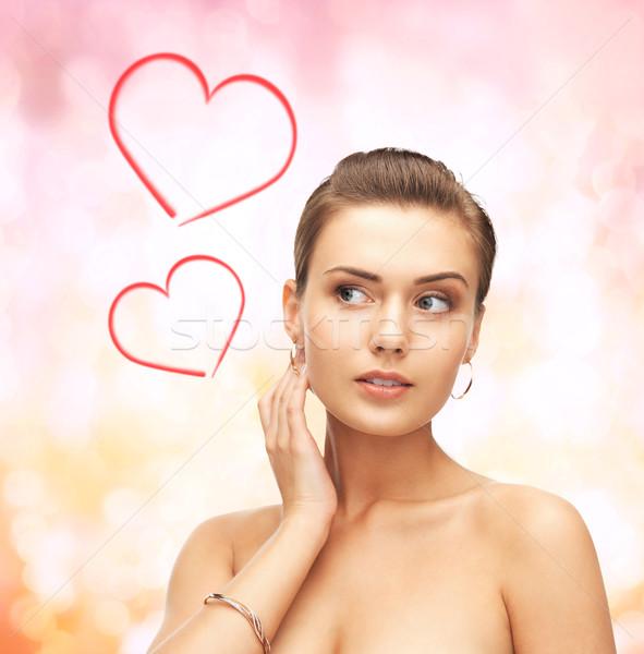 Femme or boucles d'oreilles bracelet beauté Photo stock © dolgachov