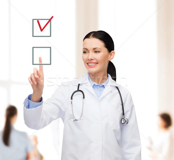 Gülen kadın doktor işaret onay kutusunu sağlık Stok fotoğraf © dolgachov