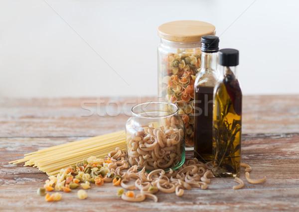 Stok fotoğraf: Iki · zeytinyağı · şişeler · makarna · kavanoz