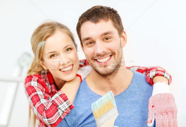 Uśmiechnięty para pokryty farby pędzlem naprawy Zdjęcia stock © dolgachov