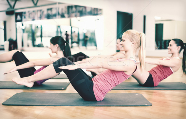 Stock fotó: Csoport · mosolyog · nők · testmozgás · tornaterem · fitnessz