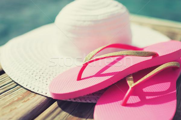 Közelkép kalap házi cipők vízpart tengerpart nyár Stock fotó © dolgachov