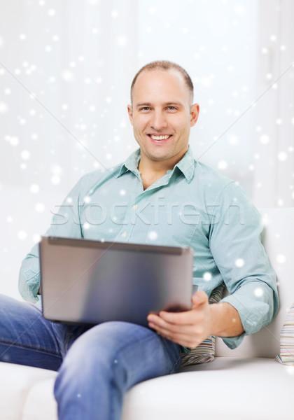 Sorridente homem trabalhando laptop casa tecnologia Foto stock © dolgachov