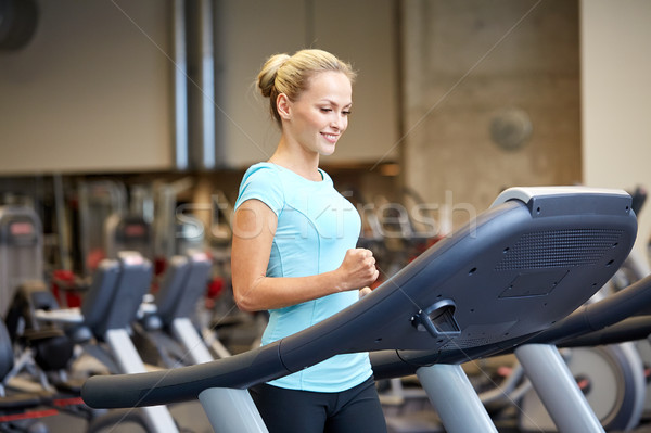 Femme souriante gymnase sport fitness Photo stock © dolgachov