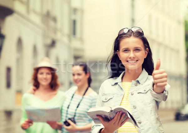 Sonriendo ciudad orientar cámara turismo Foto stock © dolgachov