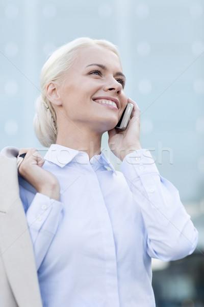 Souriant femme d'affaires smartphone extérieur affaires technologie Photo stock © dolgachov