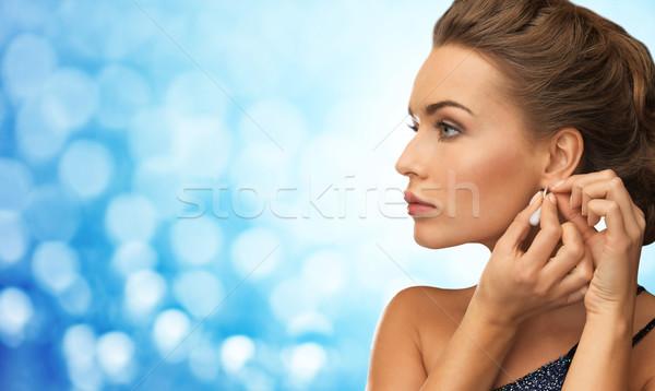 Mosolygó nő estélyi ruha visel fülbevalók emberek ünnepek Stock fotó © dolgachov