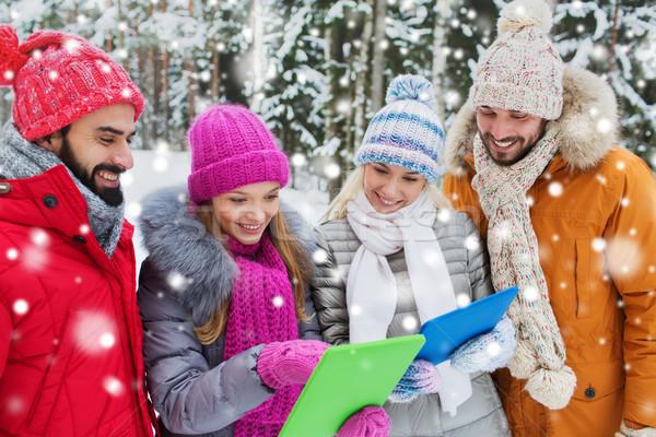 Lächelnd Freunde Winter Wald Technologie Stock foto © dolgachov