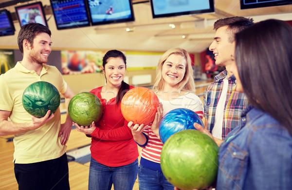 Boldog barátok bowling klub emberek szabadidő Stock fotó © dolgachov
