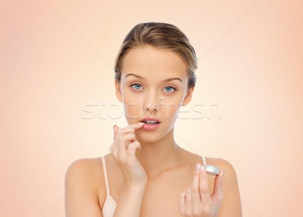 Fiatal nő jelentkezik ajak balzsam ajkak szépség Stock fotó © dolgachov