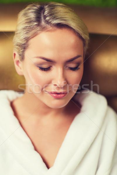 Donna seduta bagno robe spa Foto d'archivio © dolgachov