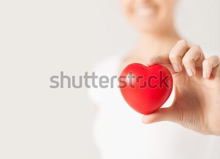 Feliz mulher pequeno vermelho coração saúde Foto stock © dolgachov