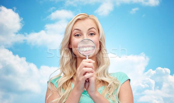 Gelukkig jonge vrouw vergrootglas leuk emoties uitdrukkingen Stockfoto © dolgachov
