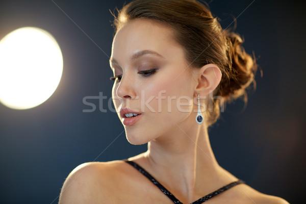 Hermosa jóvenes Asia mujer pendiente belleza Foto stock © dolgachov
