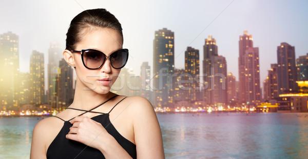 Gyönyörű fiatal nő elegáns fekete napszemüveg kellékek Stock fotó © dolgachov