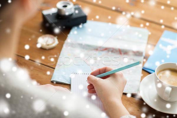 путешественник рук блокнот карандашом отпуск Сток-фото © dolgachov