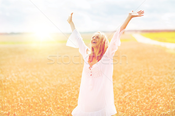Stok fotoğraf: Gülen · genç · kadın · beyaz · elbise · tahıl · alan · ülke