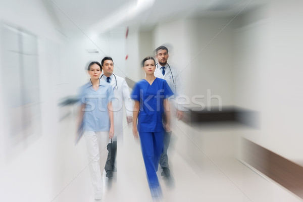 группа врачи ходьбе больницу люди Сток-фото © dolgachov