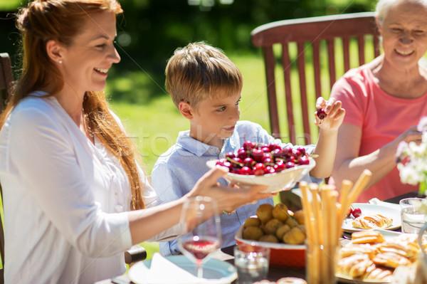 Foto d'archivio: Famiglia · felice · cena · estate · garden · party · tempo · libero · vacanze