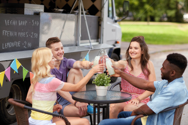 Znajomych butelek napojów żywności ciężarówka uroczystości Zdjęcia stock © dolgachov