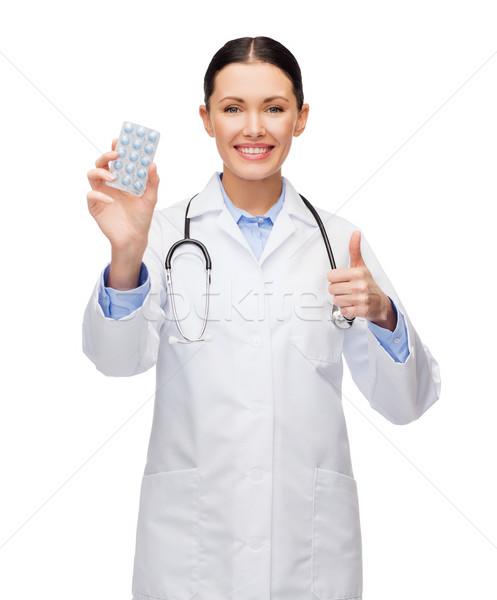 улыбаясь женщины врач стетоскоп таблетки здравоохранения Сток-фото © dolgachov
