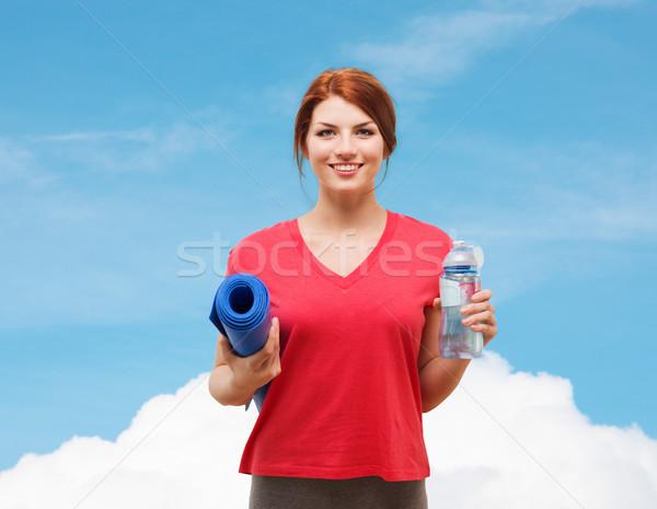 Mosolyog lány üveg víz testmozgás fitnessz Stock fotó © dolgachov