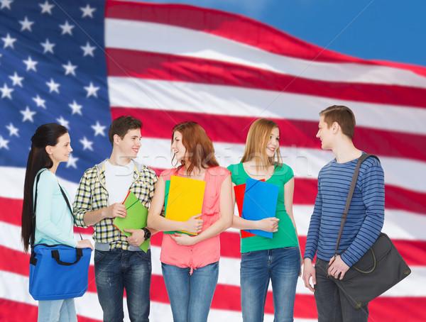 Groupe souriant élèves permanent éducation personnes Photo stock © dolgachov