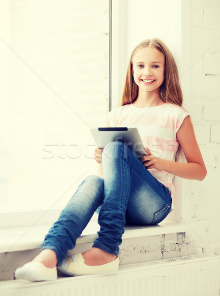 Dziewczyna szkoły edukacji technologii Internetu Zdjęcia stock © dolgachov